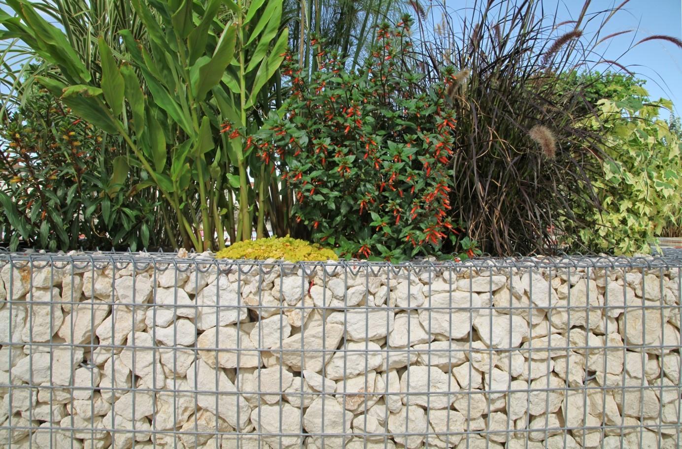 d774930e95 La tendance actuelle est aussi à l'utilisation de gabions (cages  métalliques contenants des pierres), présentant un coût important et ne  permettant pas une ...